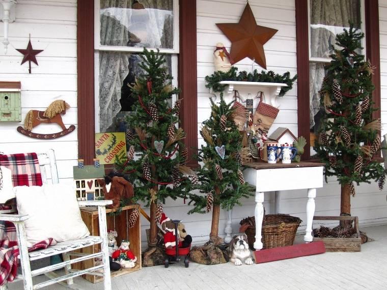 Adornos navideños bellos y elegantes para el exterior