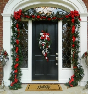 Manualidades para navidad adornos caseros sencillos for Arreglos navidenos para puertas