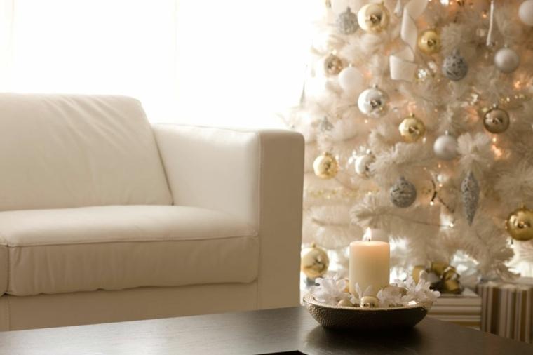 árbol de navidad adornado salón