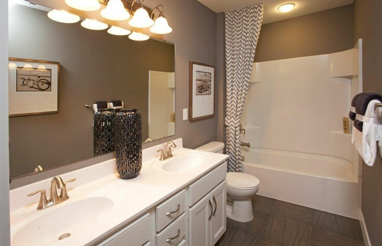 Ba o peque o 38 ambientes ntimos y modernos for Diseno de bano amplio