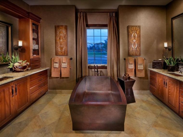 Baños Rusticos Originales:Una bañera que imita la madera en el centro del baño para el