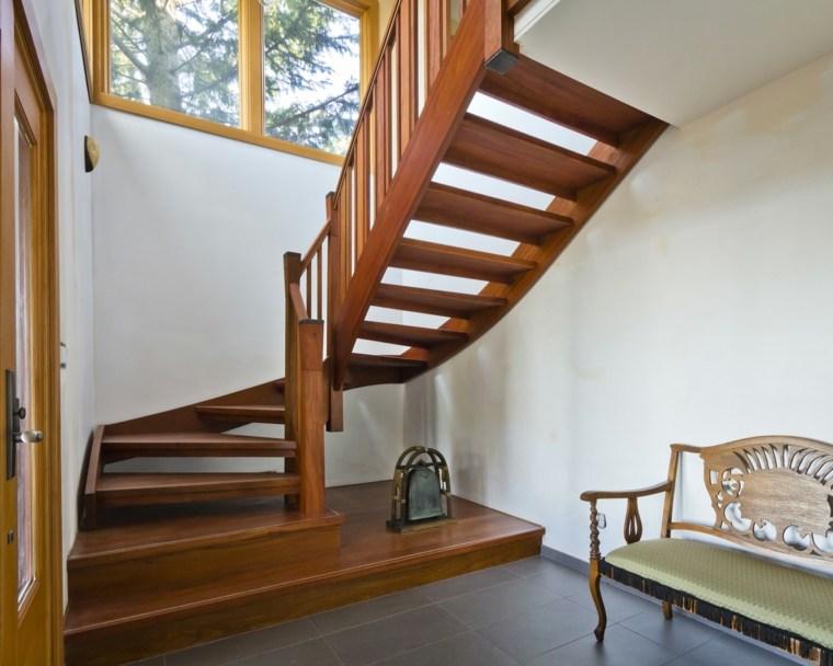 bonitas escaleras madera acentos
