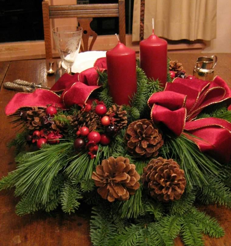 centros de navidad decorar mesa velas rojas pinas ramas ideas