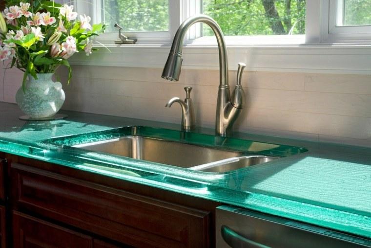 Cocinas con encimeras inusuales que les sorprender n - Encimera lavabo cristal ...