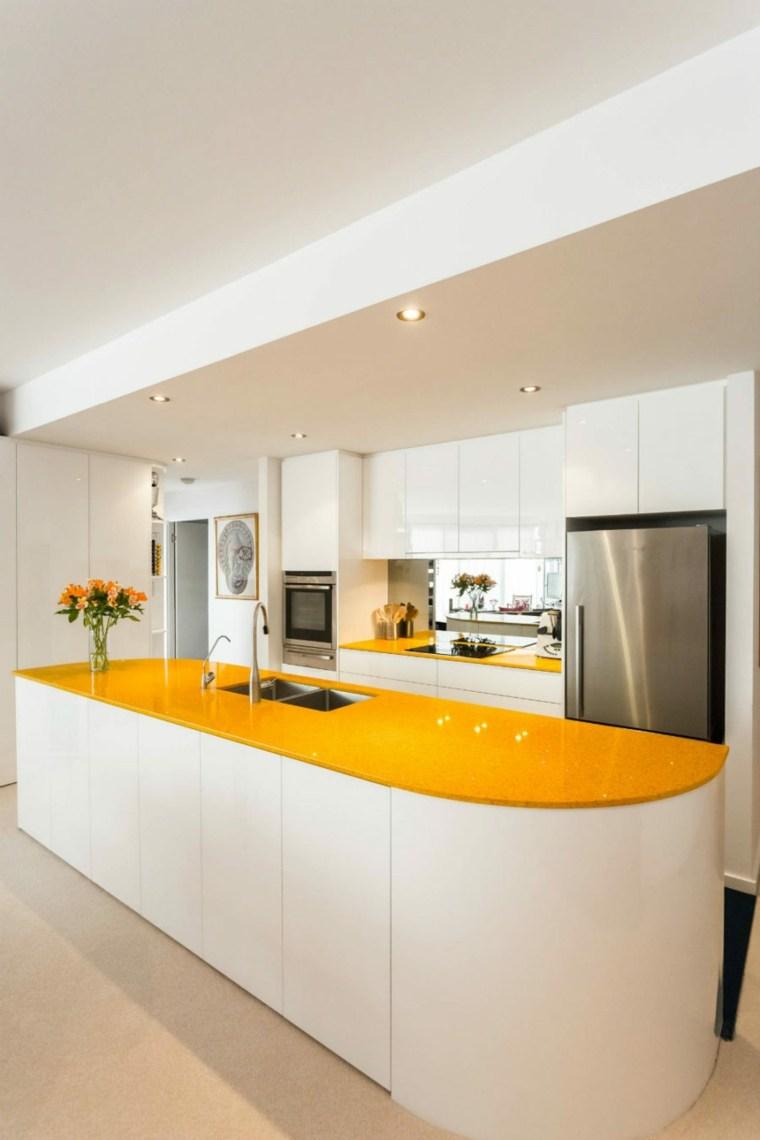 cocinas con encimeras inusuales piedra cristal amarillo ideas