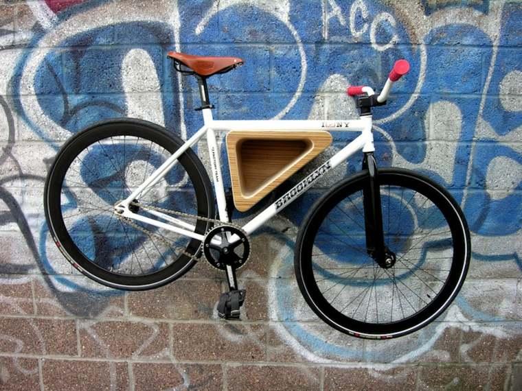 colgar bicicleta pared exterior