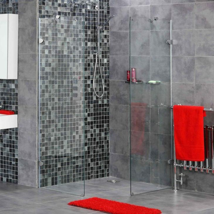 color gris baños acentos rojos paredes