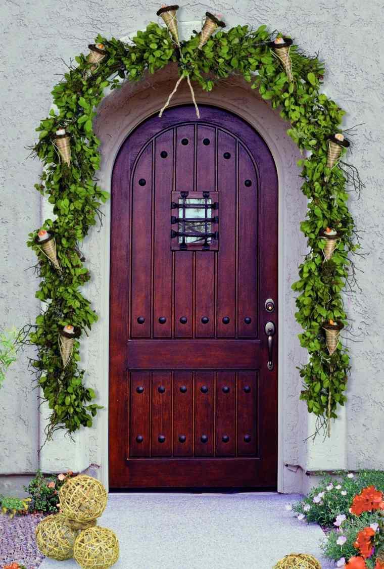 Decoraci n de puertas de entrada para navidad for Como decorar una puerta