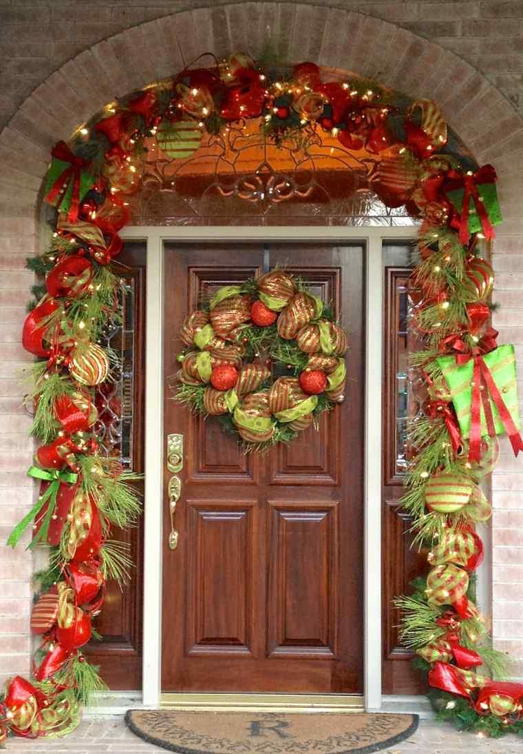 decoración de puertas madera navidad