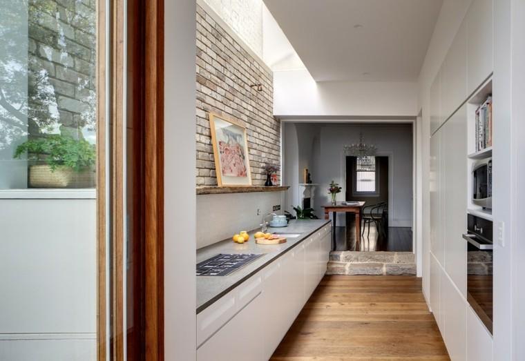 Decorar pasillos estrechos con diferentes ideas y estilos for Cocina larga y angosta