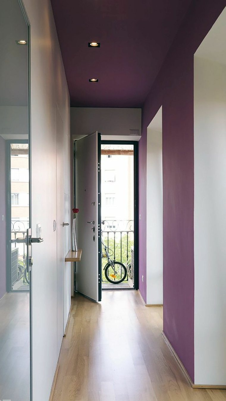 Decorar pasillos estrechos con diferentes ideas y estilos for De que color para un pasillo con escaleras