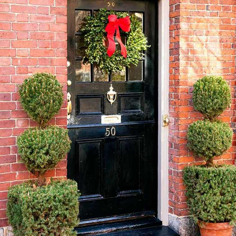 Decoraci n de puertas de entrada para navidad for Como decorar una puerta en navidad