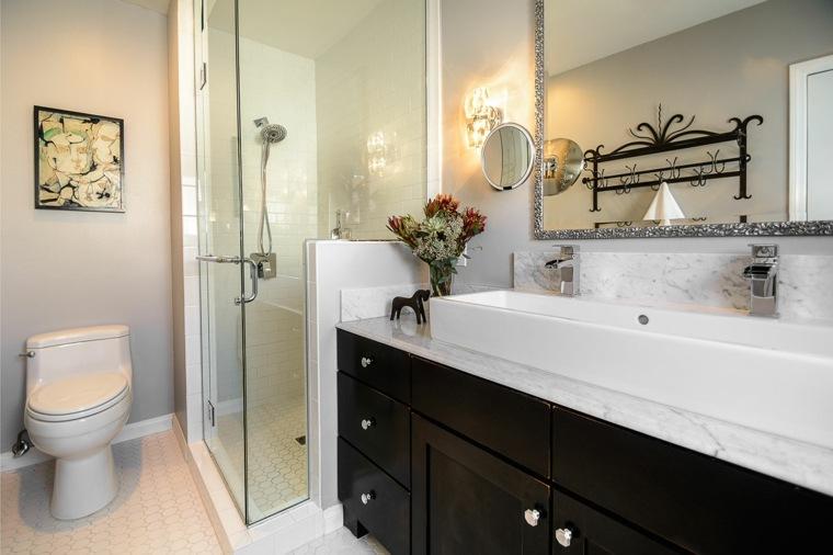 diseno tradicional mueble lavabo madera oscura ideas