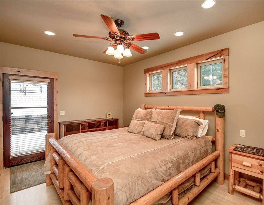 dormitorios rusticos cama troncos madera diseno dormitorio ideas