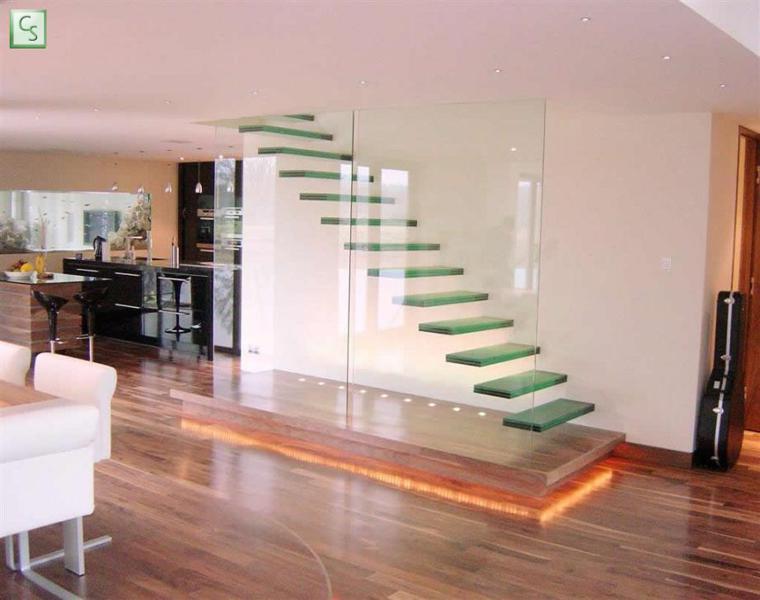 escaleras suspendidas peldaños vidrio