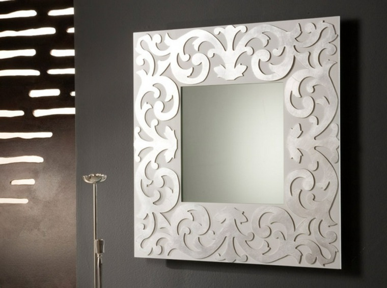 Espejos modernos para el interior de casa for Marcos plateados para espejos