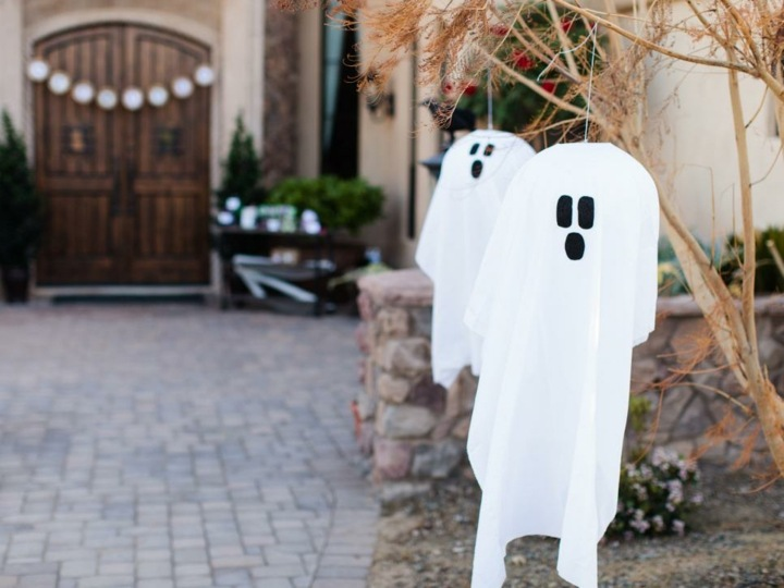 fantasmas telas colgadas viento jardines