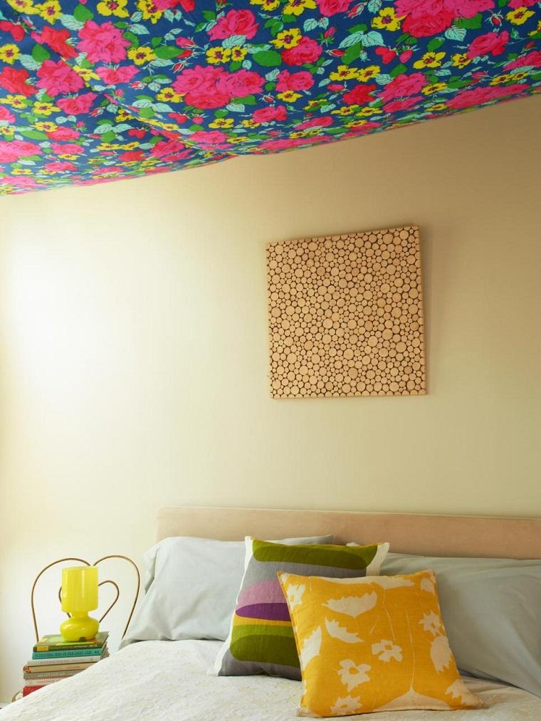 Ideas para decorar 34 espacios con techos muy atractivos for Como decorar el techo de mi casa