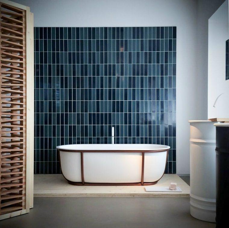 ideas para reformar el bano usando mosaico azul ideas