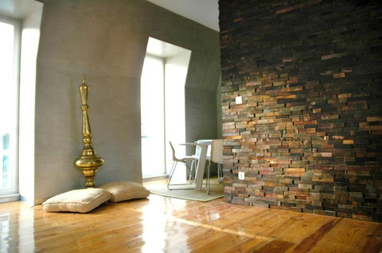 pared interior con acentos madera