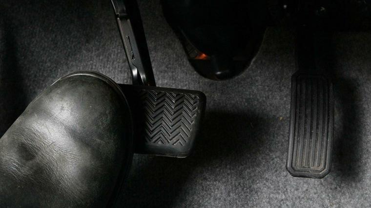 pedal de freno coche