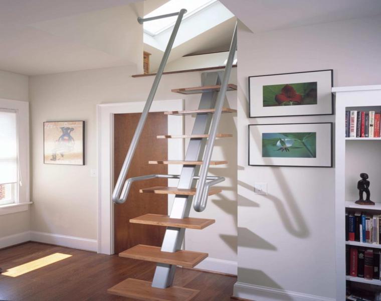 pequena escalera moderna interior