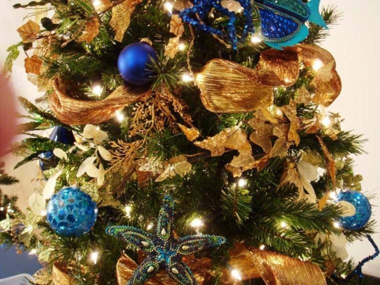 pinos de navidad decorados azul