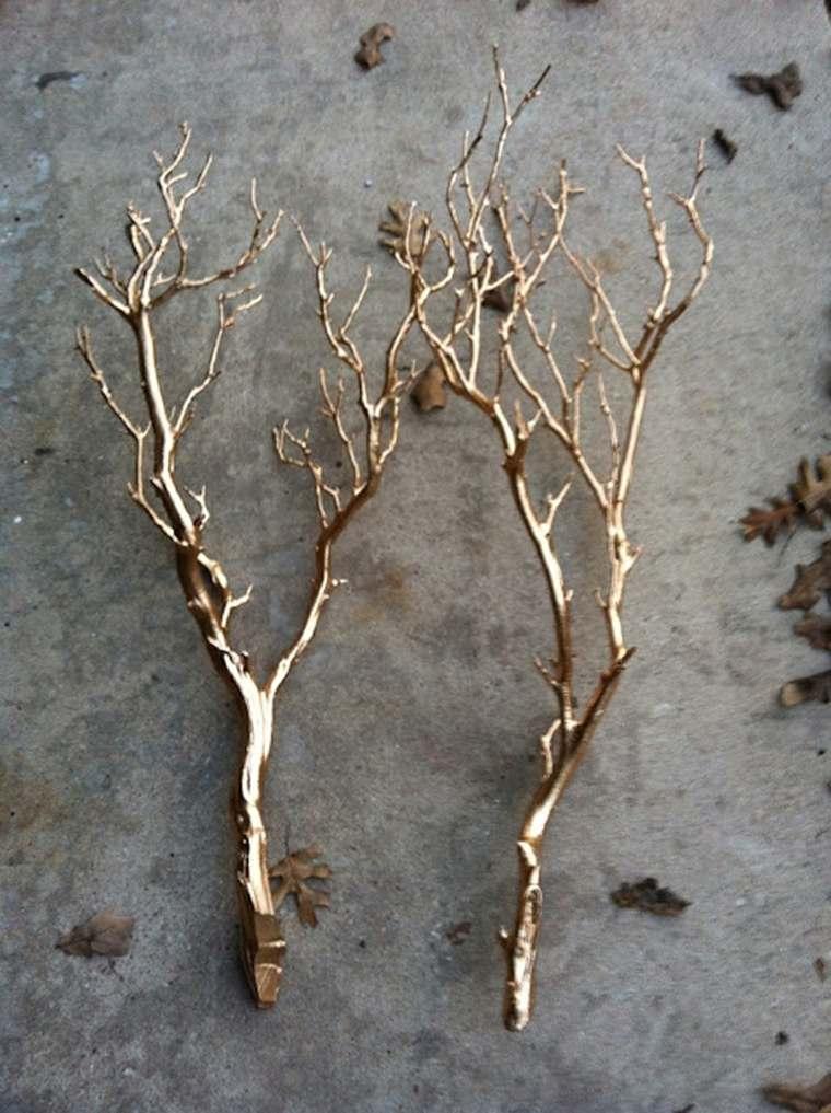 ramas pintadas color dorado