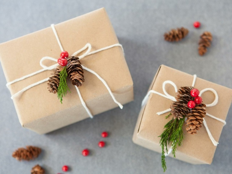 regalos navideños decorados piñas