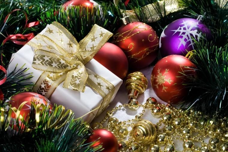 regalos navideños envolturas blancas