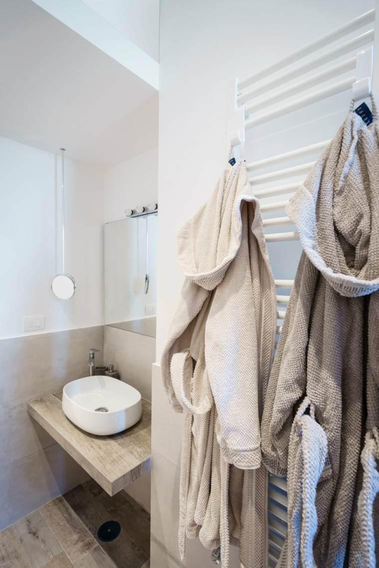 baño pequeño estilo moderno