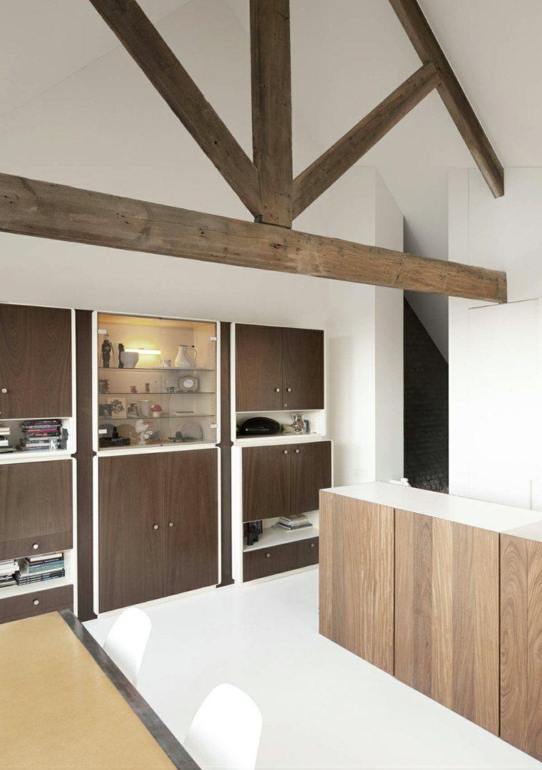 cocina moderna con vigas de madera