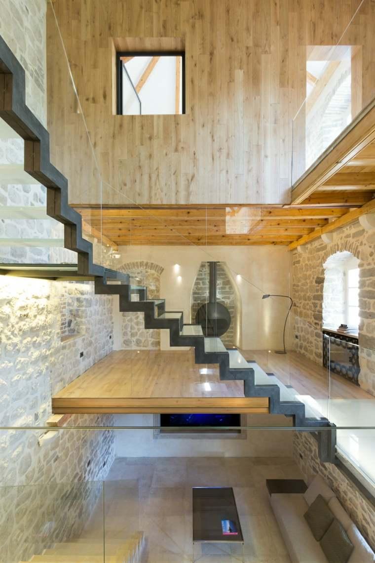 La villa monja escaleras madera