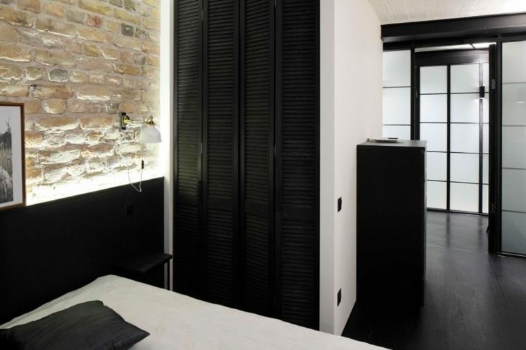 armario empotrado con puertas negras
