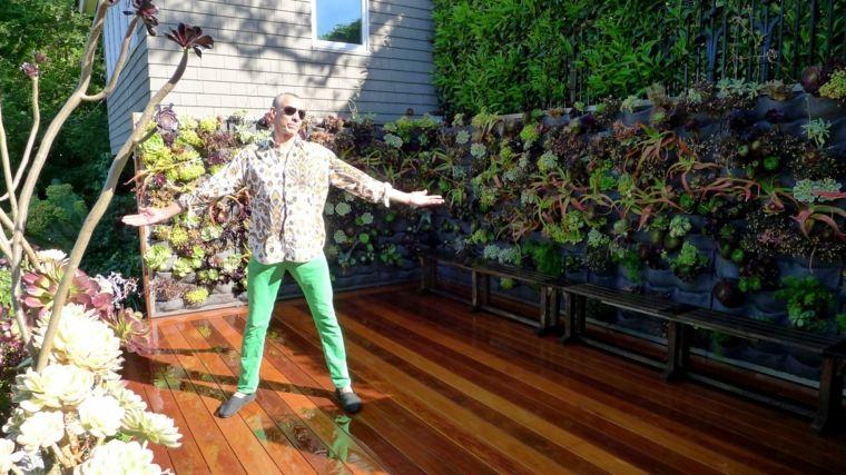 Como hacer un jardin vertical en casa o en el patio for Como hacer un jardin en una terraza