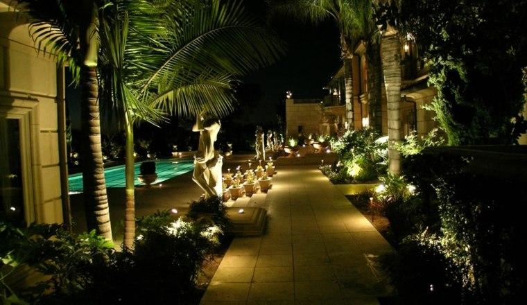 bonitas luces jardin