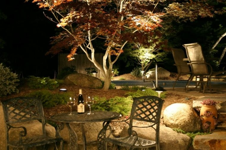 bonito jardin con luces led