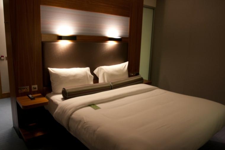 Camas modernas con muebles incorporados for Disenos de camas matrimoniales modernas