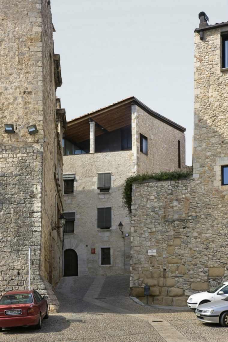la casa Alemanys 5 fachada piedra
