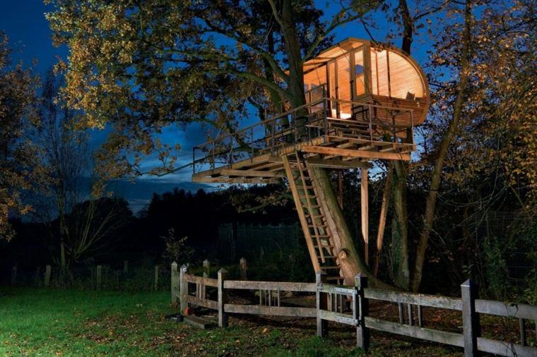 casa en los árboles noche