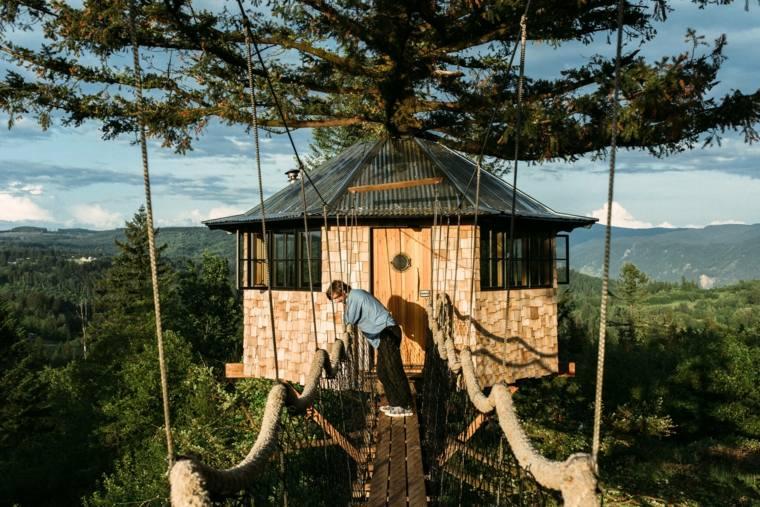 casa en los árboles puente