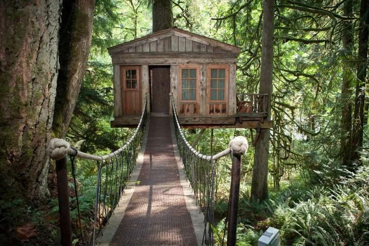 casas de madera en los árboles