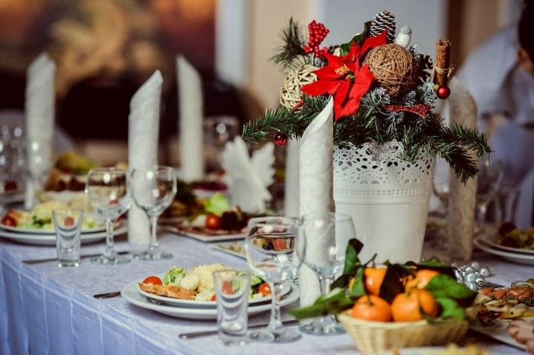 cenas de navidad decoracion mesa blanco rojo ideas