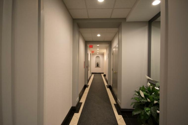 Decorar pasillos largos y estrechos en el interior - Cuadros para pasillos largos ...