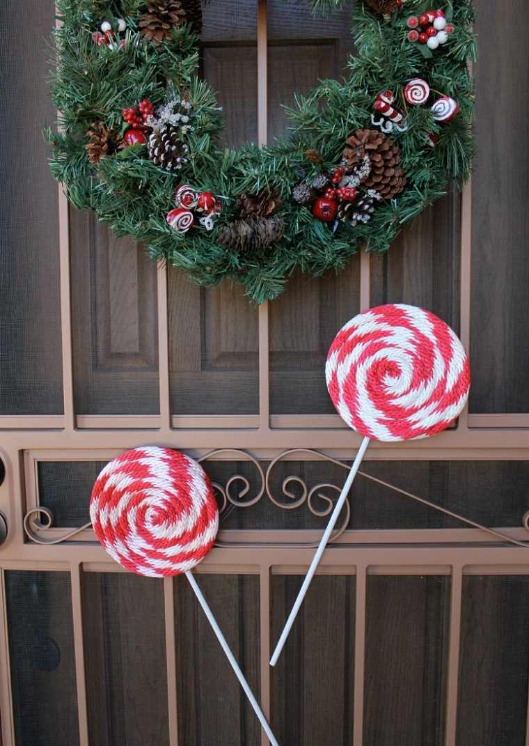 Decorar puertas y embellecer la casa en navidad Puertas de madera decoradas