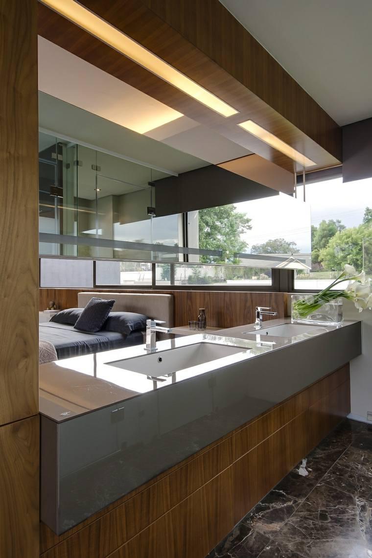 diseno de banos iluminacion escondida techo madera ideas