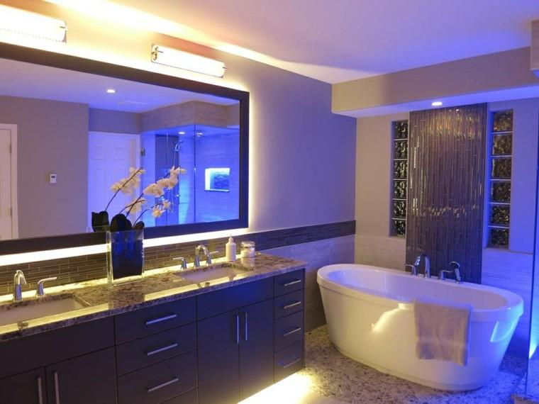 iluminación led azul bano moderno estilo