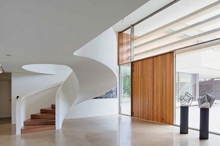 escaleras caracol blancas peldaños madera