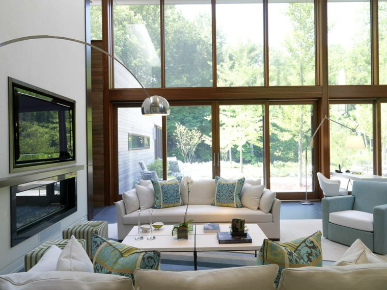 salón con chimenea moderna