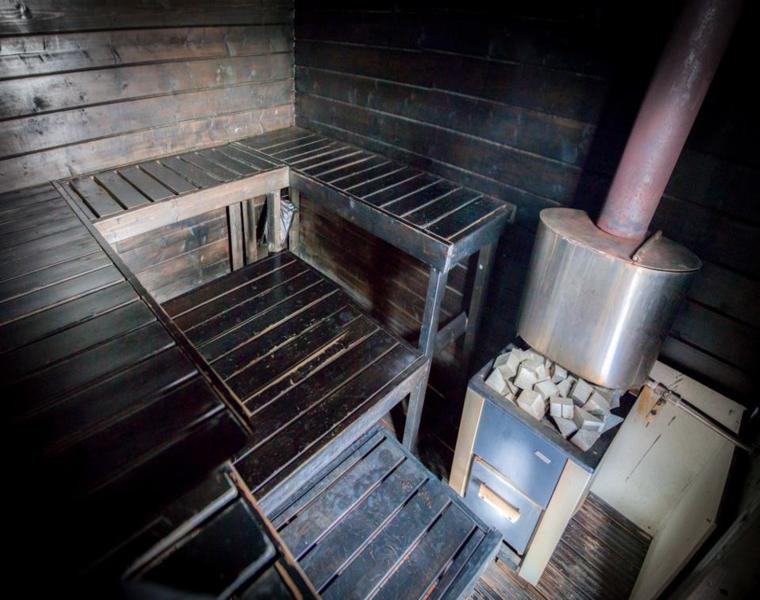 interior sauna personas casa flotante